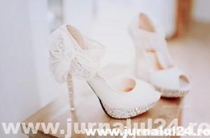 zapato-blanco-con-lazada