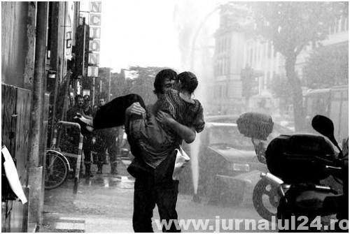 b,w,couple,rain,kiss,black,and,white,photography-4e85a70206b977307f53c591d6aa781f_h