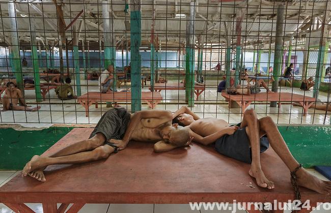 imagini din spitalele de nebuni din indonezia