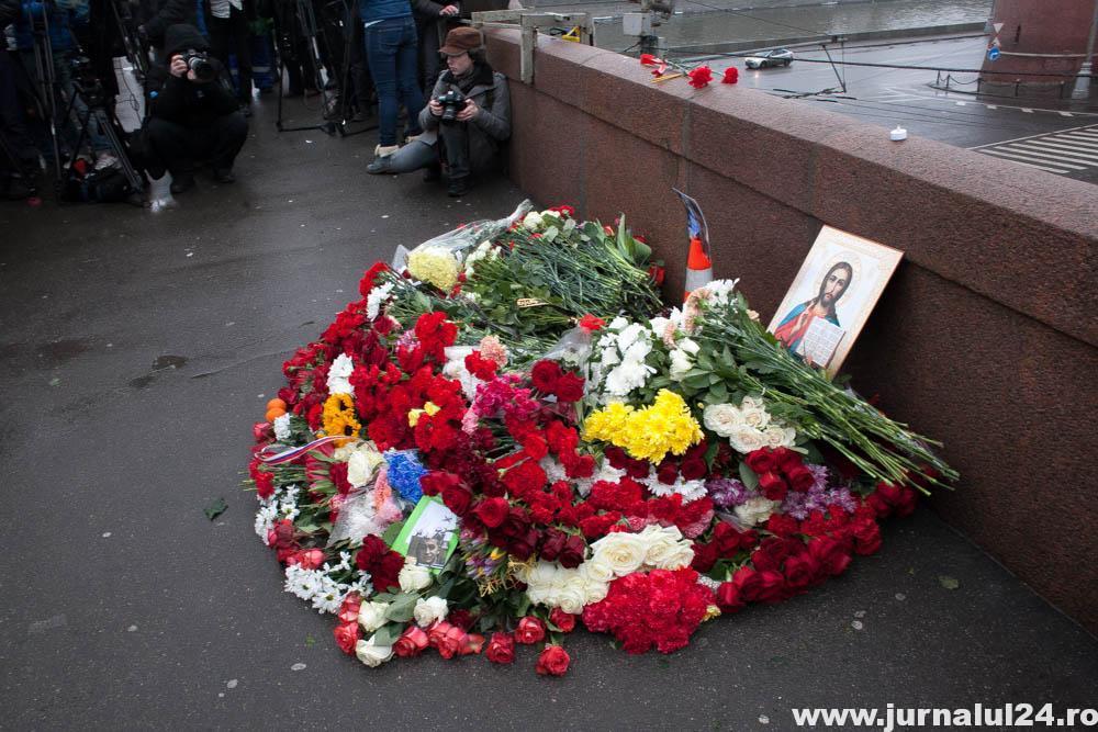 flori in locul unde a murit nemetsov
