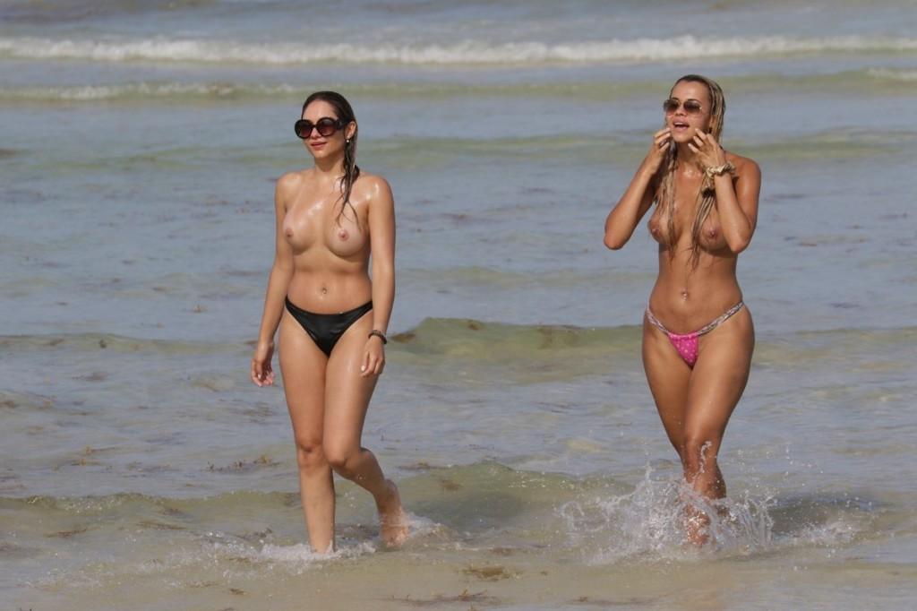 Juliana Reis şi Veronica Moreira Basso nud la plaja
