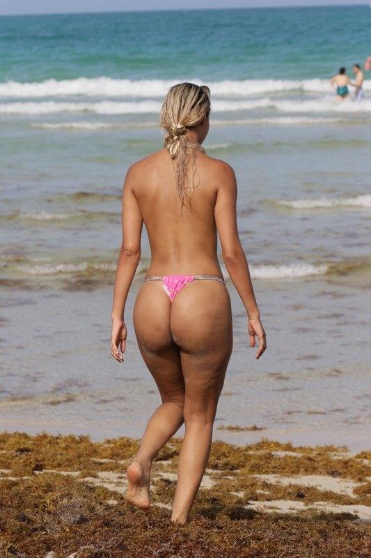 Juliana Reis la plaja