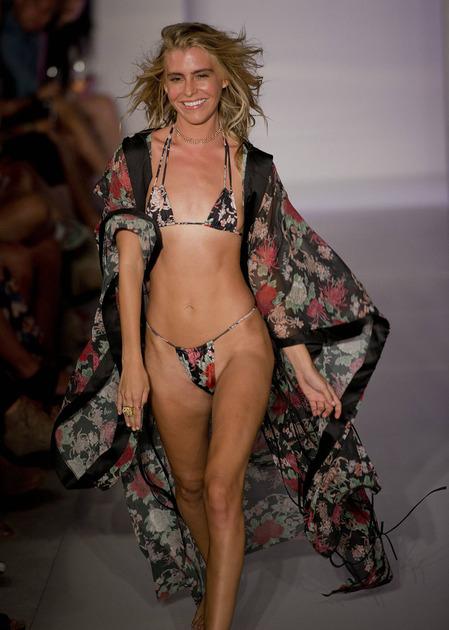 hot micro bikini in tendinta
