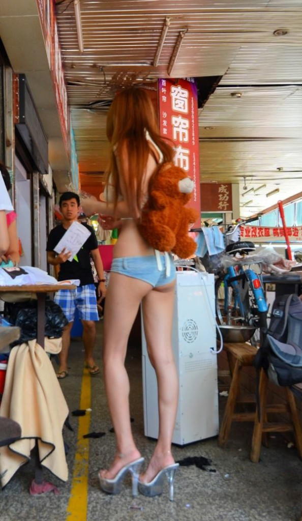 fata sexi china pantaloni scurti