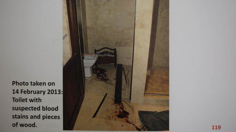 Aici a murit Steenkamp. Potrivit lui Pistorius, el s-a trezit pentru a merge la baie în mijlocul nopţii şi și-a confundat iubita cu un hoţ.