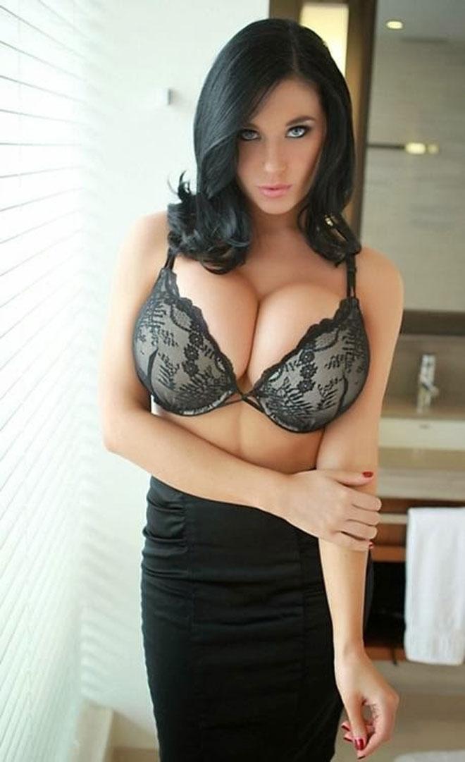 femeie sexy pe facebook