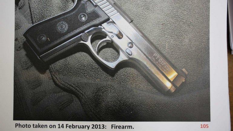 Detaliile pistolului cu care a fost ucisă Reeva Steenkamp de către Oscar Pistorius.