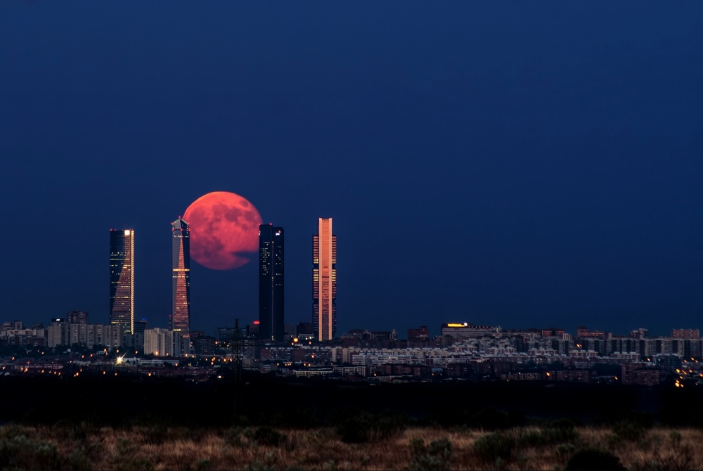 imagine frumoasa cu luna