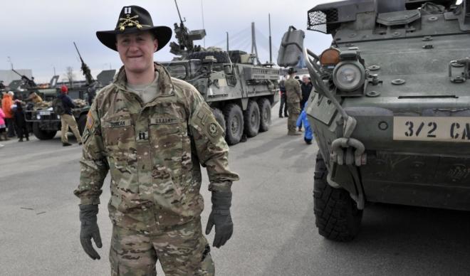 soldat american langa tanc