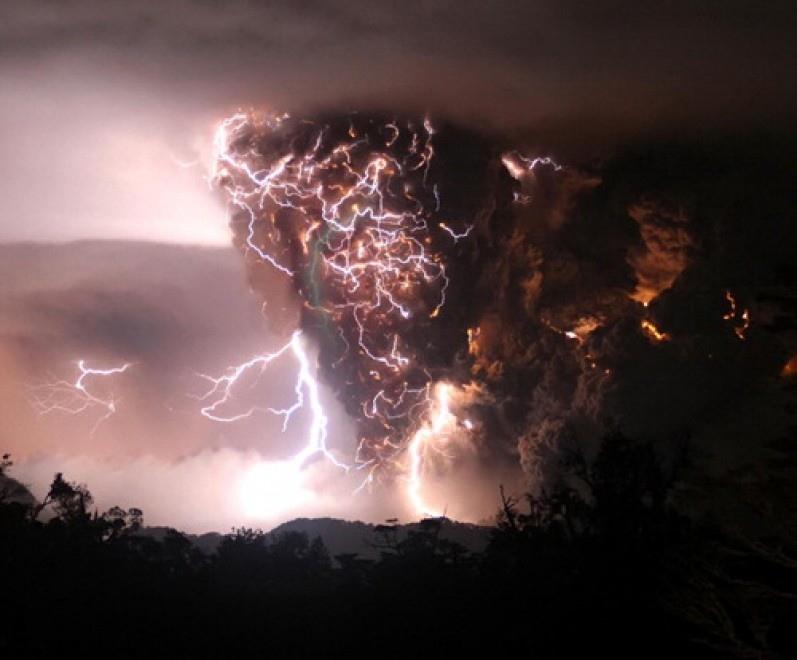 vulcan frumos erupe