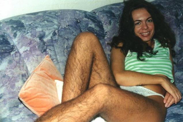 Femeie urate cu par pe picioare