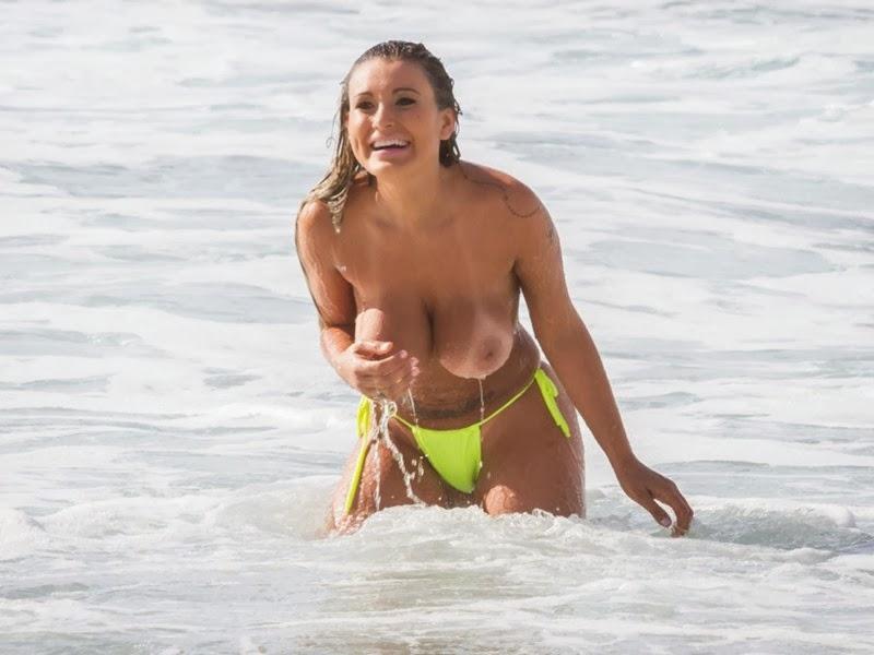 femeie sexy la mare