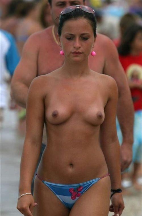 topless femeie